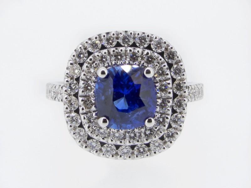 Anello in oro bianco con due giri di diamanti taglio brillante e Zaffiro di Ceylon non riscaldato