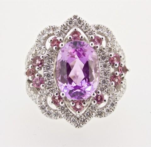 anello con kunzite, zaffiri rosa e diamanti